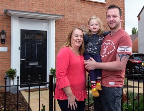 Image for Mum Joanne returns to Warwickshire to find her 'forever home' thanks to Help to Buy