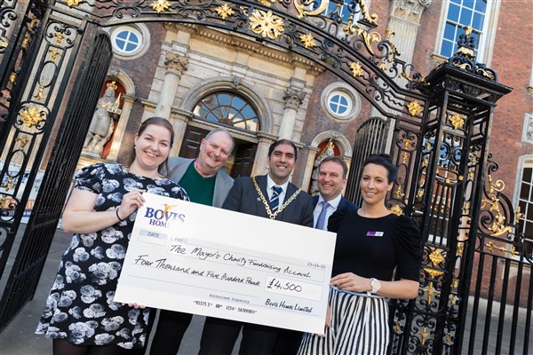 Image for Bovis Homes backs Worcester charities with £4,500 cash boost