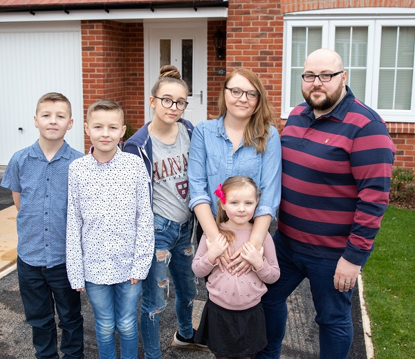 Image for Redditch dad hails home buying scheme as family celebrate new-build life